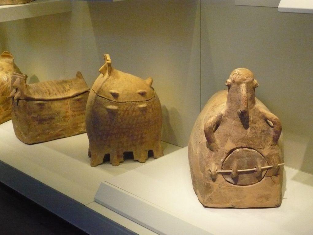 Les URNES : Celte, Bouddhique, Juive, Egyptienne, Indienne.