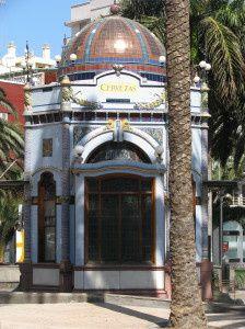 las Palmas, grande ville moderne, possède un quartier historique , où Christophe Colomb rôde encore...