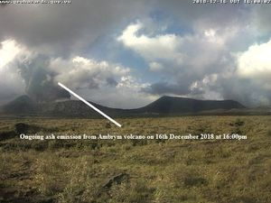Ambrym Caldeira - plumes of the eruption site and the lava lakes - VMGD webcams - one click to enlarge