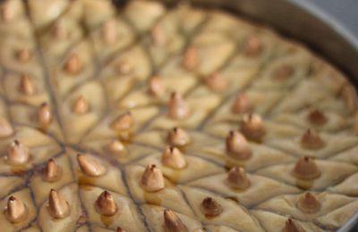 Baklava aux amandes et aux noix (avec photos des étapes)