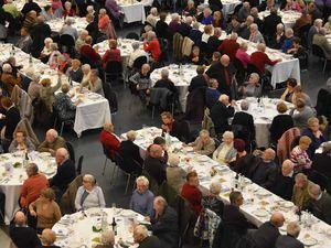 Bonne table et bonne ambiance au repas des Aînés de Quimper