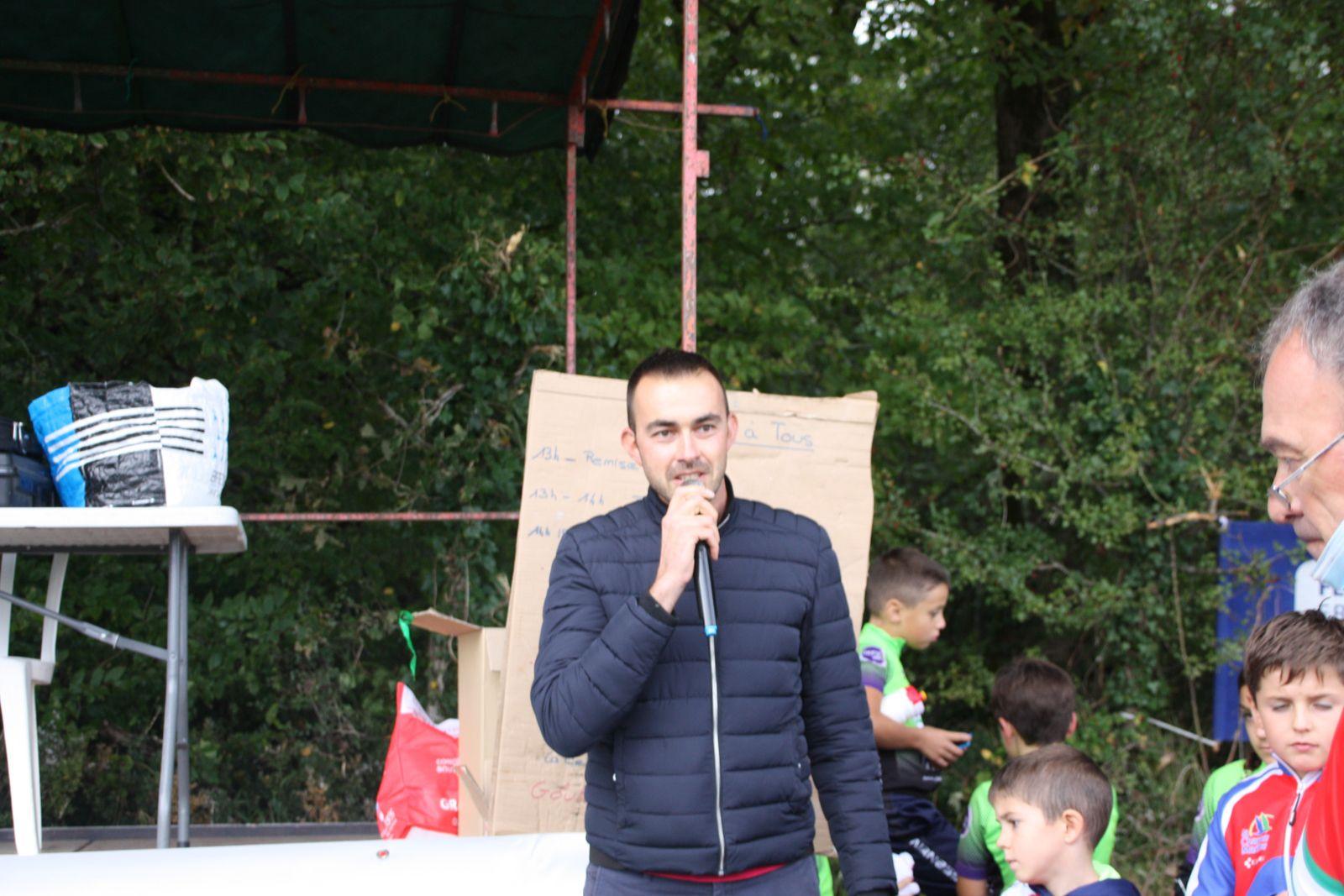 Le  nouveau  maire de  Nieul les Saintes  était  présent  en compagnie de son  1er adjoint