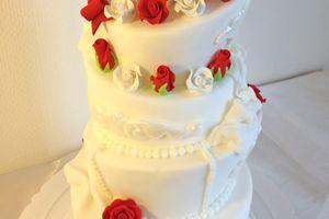 Gâteau de mariage - Pièce montée roses rouges et blanches