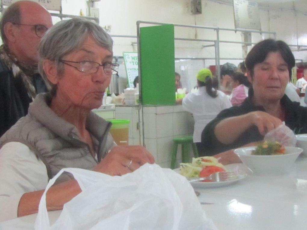 repas au marché central, visite, derniers achats, André supporter du Pérou.....rencontres avec des admirateurs de la France et de Petit Thouars....