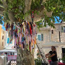 Castellane  ;Clap de fin pour le tricot urbain