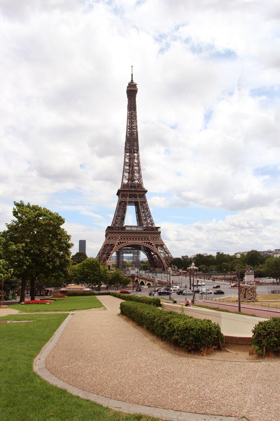 Invitation par une journée d'été au cœur de la Tour Eiffel