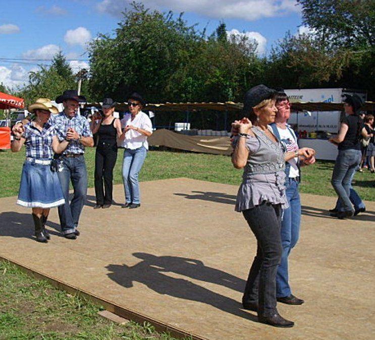 Très belle après midi de Country avec des démos des initiations de danses un mini bal, merci aux organsateurs de cet après midi