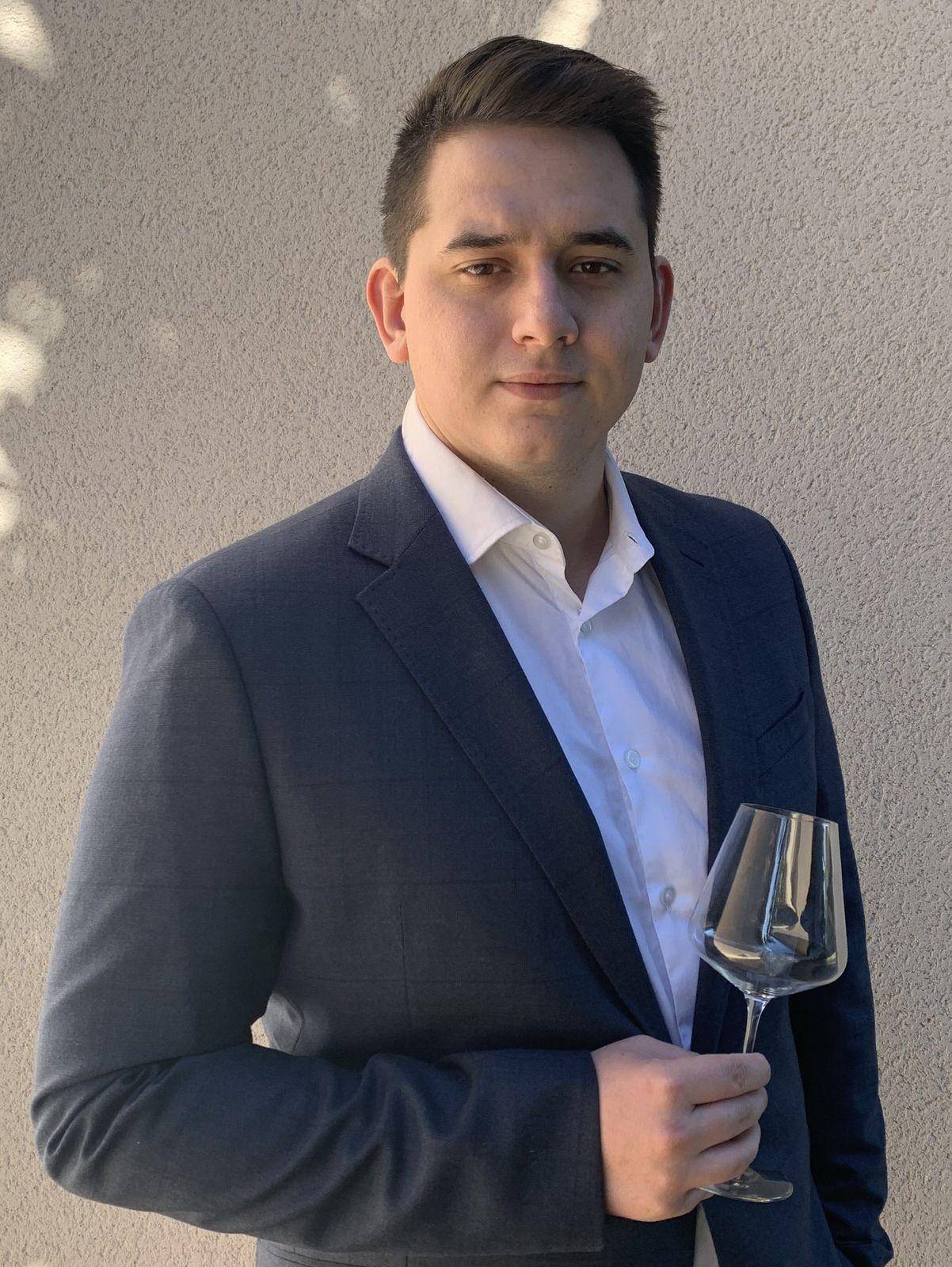 Meilleur jeune sommelier de France : voici Clément Sommier, il sera l'un des onze demi-finalistes