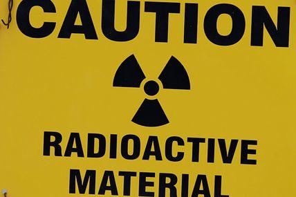 Juste 370 fissures découvertes dans le réacteur d'une centrale nucléaire en Écosse ! Bof,  c'est pas grave nous dit on!  Regargez le nuage de Tchernobyl,  il n'a pas oser asser la frontière,  alors...