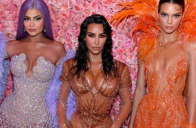 Les sœurs Kardashian revendent leurs vêtements deja portés sur internet 👜👗👚👠🕶