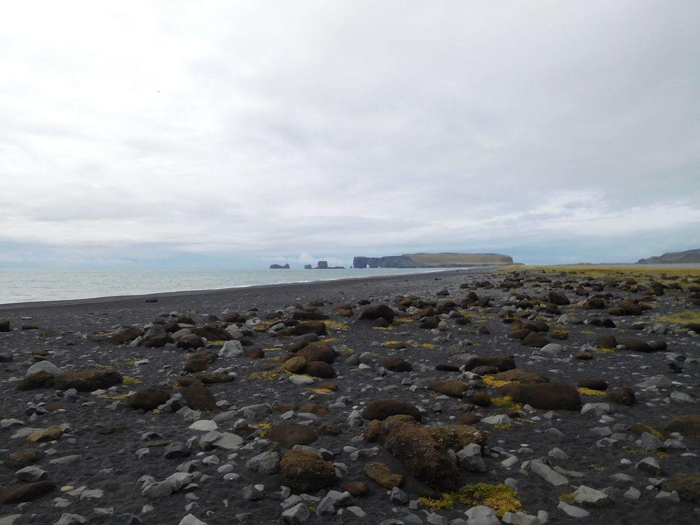 Reynisfjara: la Spiaggia Nera e la leggenda dei faraglioni (Islanda)