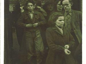 Sortie de l'usine de Paul Nion (à gauche) dans les années 1930 et sortie de l'usine Marco en 2008 durant la campagne des élections municipales (cliché Armand Launay).