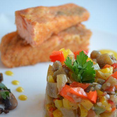 Pané de saumon accompagné de son tartare de légumes et de son coulis de mangue