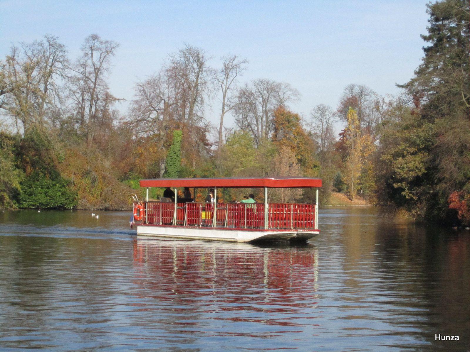 Bois de Boulogne : le bateau permettant d'accéder au Chalet des Iles