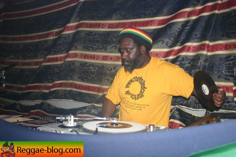 """<a href=""""http://www.reggae-blog.com/article-956786.html""""><img align=""""left"""" alt="""""""" src=""""http://idata.over-blog.com/0/00/48/63/nov-2005/thumbs/18-11-channel-one-lilletn.jpg"""" /></a><span style=""""font-weight: bold;""""><br /> <br /> Channel One</span> &eacute;tait le 18 novembre &agrave; l'Arche I Roots &agrave; <span style=""""font-weight: bold;"""">Lille<br /> </span>Voici l'<span style=""""font-weight: bold;"""">album photos</span> de la soir&eacute;e.<br /> <br /> <br /> <br /> <br /> <br /> <br /> <br /> <span"""