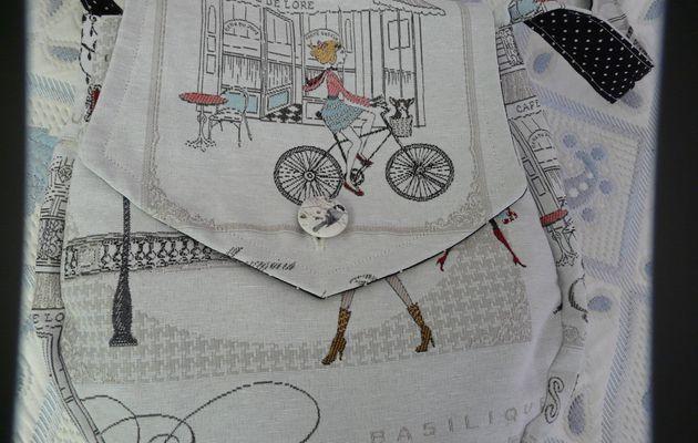 Avec mes tutos la version tissu de ma besace  crochetée  par Nicole