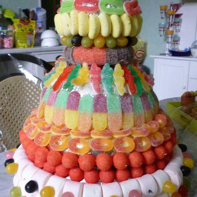 Une pièce montée et un gâteau qui se cachaient ...