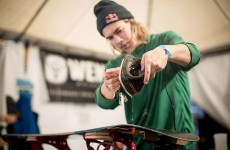 A Simple Guide to Buying and Applying Snowboard Wax