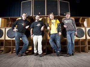 mungo's hi-fi, un collectif qui au début des années 2000 monte un sound-system à glasgow, un des crews les plus dynamiques en la matière