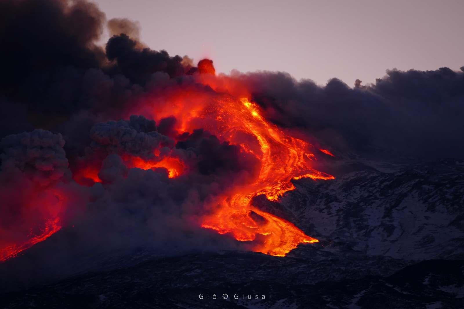 Etna - development of lava flows - photo 16.0202021 by Gio Giusa
