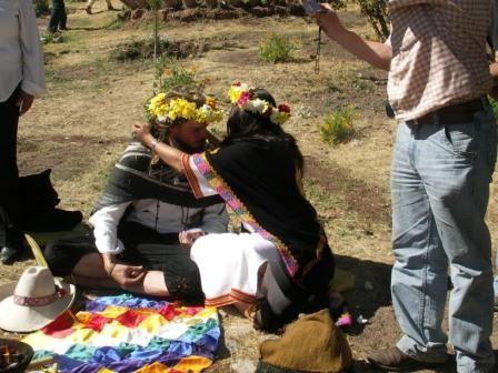 Notre marriage a Cusco, pres du site de sacsayhuaman. Une ceremonie andine misitique avec la participation du papachito Alfredo, shaman andino, notre marraine Nory Palomino et notre parrain Isaac, ainsi que tous nos amis de Cusco.  LA ceremonie a