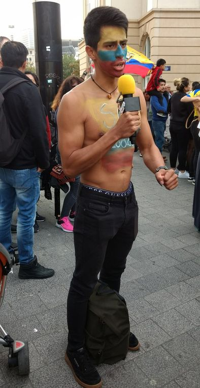 Manifestación frente a la estación central de Bruselas para protestar contra la política ecuatoriana del presidente Lenin Moreno