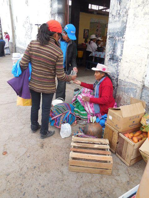 patates sèches, quinoa,  chicha (alcool de maïs), yucas,  les chapeaux des femmes,maïs