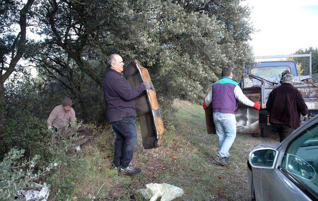 """Monteux-écologie a réalisé une nouvelle opération """"nature propre"""" samedi"""
