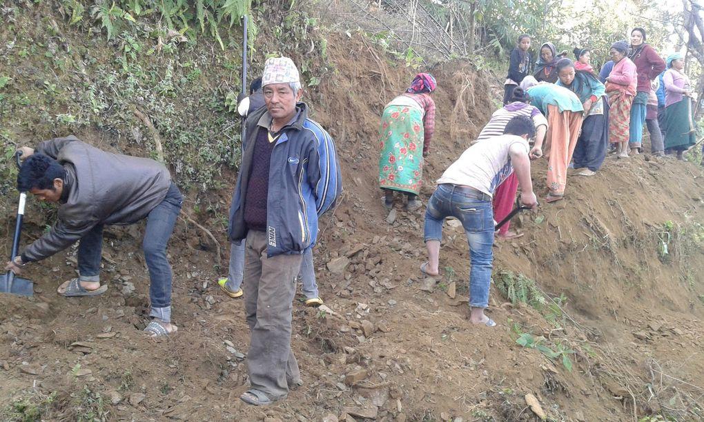 construction de la route à Dolakha, Gairimud; village de TARKA .