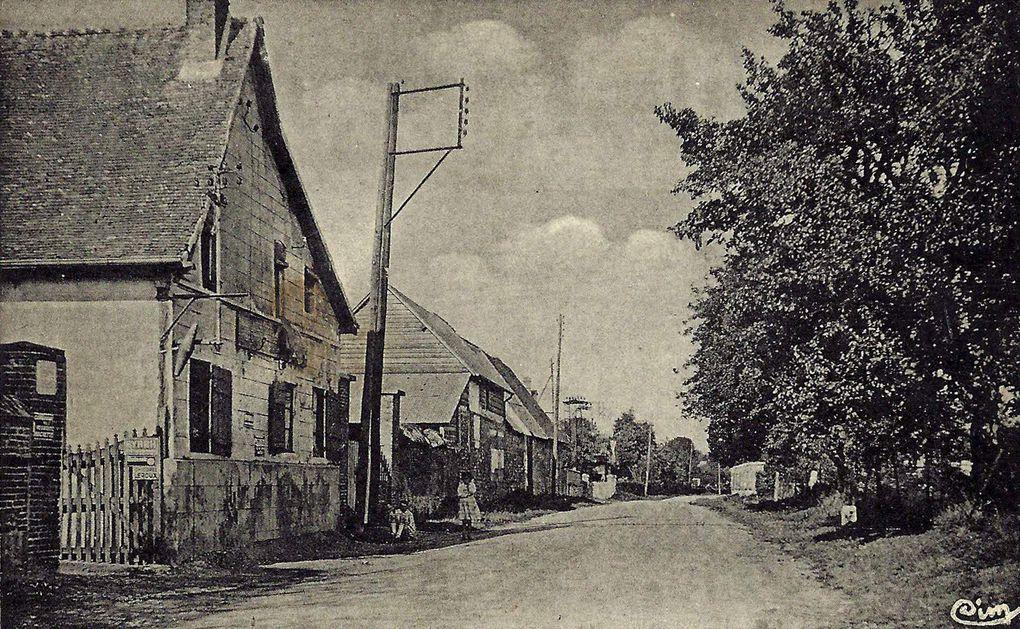 """Album """"passé-présent"""" de cartes postales anciennes et de photographies (A. Launay, printemps 2014)."""