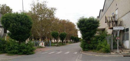 Rue Paul-Vaillant Couturier il faut descendre du trottoir pour continuer sa route.