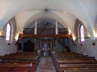 Vues d'ensemble de l'église extérieur et intérieur