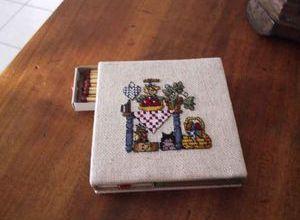 boite et grille chezhttp://sunflowers.canalblog.com/archives/cartonnage/index.html