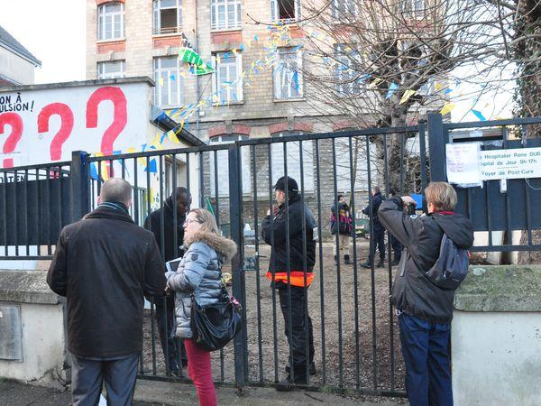 Pétition contre les expulsions des étudiants pauvres de Pontoise