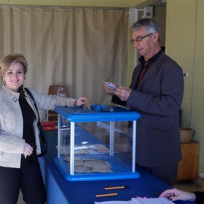 Corinne LUCCHINI vote au bureau n°6 de Rognac