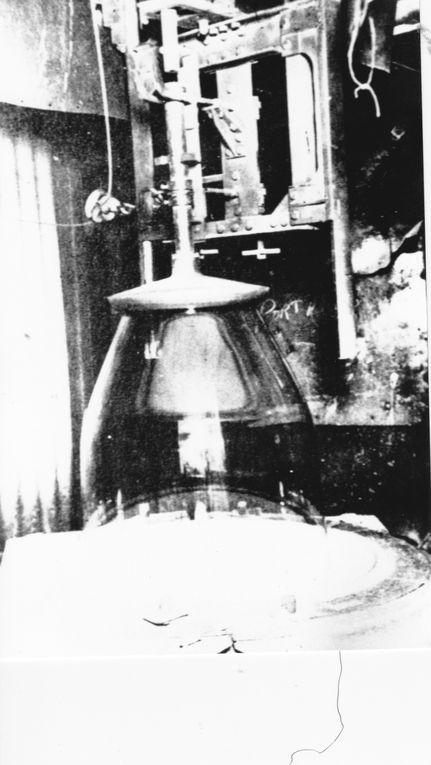 Fabrication du Verre à Vitres par Soufflage de Canons