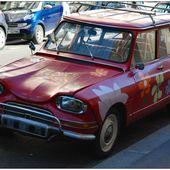 Ready to go to San Fancisco : a hippy red Citroën AMI 6 - Images du Beau du Monde