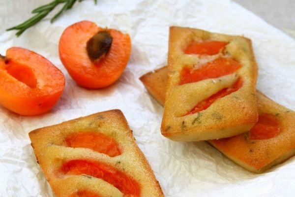 Financiers aux abricots, huile d'olive et romarin