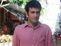 Cebrail Günebakan, 27 ans. Sur la photo de droite, il est violemment interpelé par la police à Adana, le 15 décembre 2014, parce qu'il voulait dresser dans cette ville une tente-mémorial pour les morts de Kobanê. Photo http://www.hurriyet.com.tr/gundem/29595517.asp