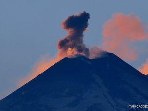 Etna - explosions respectivement le 15.02 (à gauche) et le 16.02.2017 (à droite) - un clic pour agrandir - photos Turi Caggegi