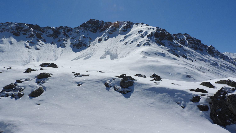 Pointes de Combe Neuve-D'Aigue et Plan Contaz avec des skieurs de rando en pleine ascension