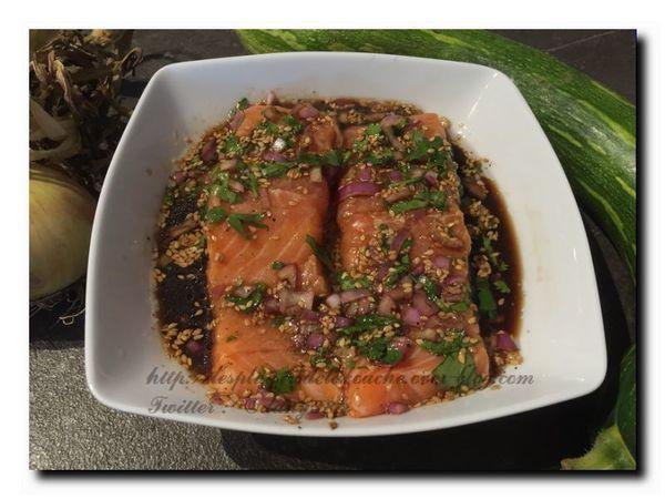 Saumon mariné au soja citron coriandre ,julienne de courgettes et poivrons