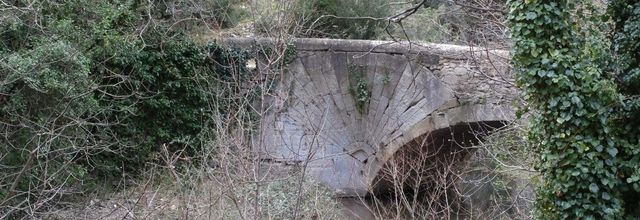 Le Pont à coquille de Lourmarin / Balade dans le Vaucluse
