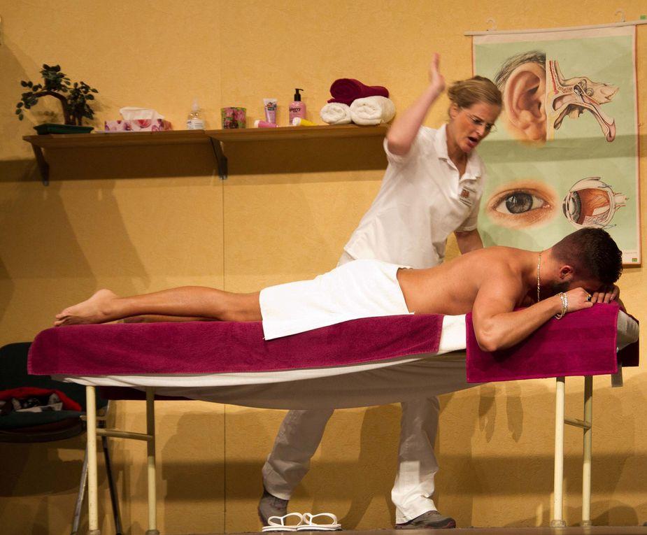 Kerstin Angermeier machte ihre Erstlingsrolle auf der Bühne als draufgängerische sexy Masseurin sichtlich Spaß