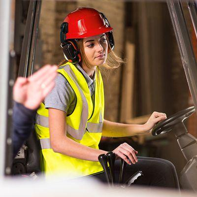 Sức khỏe và an toàn khi làm việc với xe nâng hàng