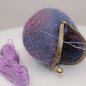 How to Make Wet Felted Coin Purses: A Free Tutorial