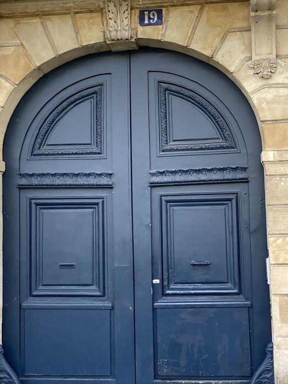 Quai d'Anjou, quai de Béthune, quai de Bourbon, quai d'Orléans, cour intérieur et puits dans l'immeuble de Jeanne Duval, rue Saint Louis en l'île
