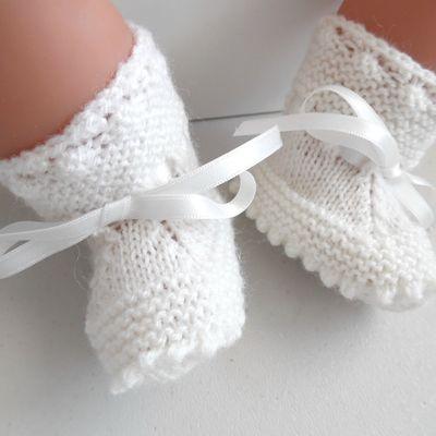 Chaussons bébé à crans, différentes couleurs, en tricot laine bb fait main cadeau de naissance