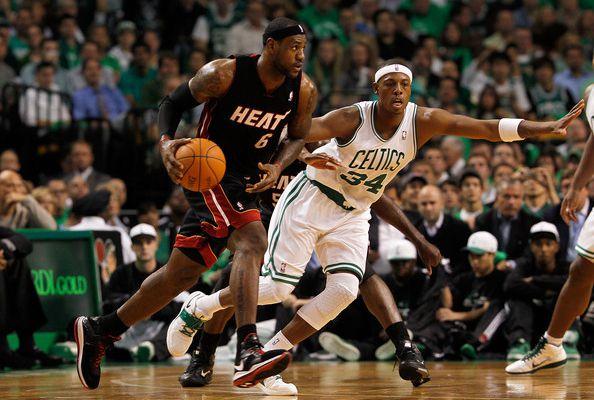 Top 5: LeBron James traverse la défense des Celtics
