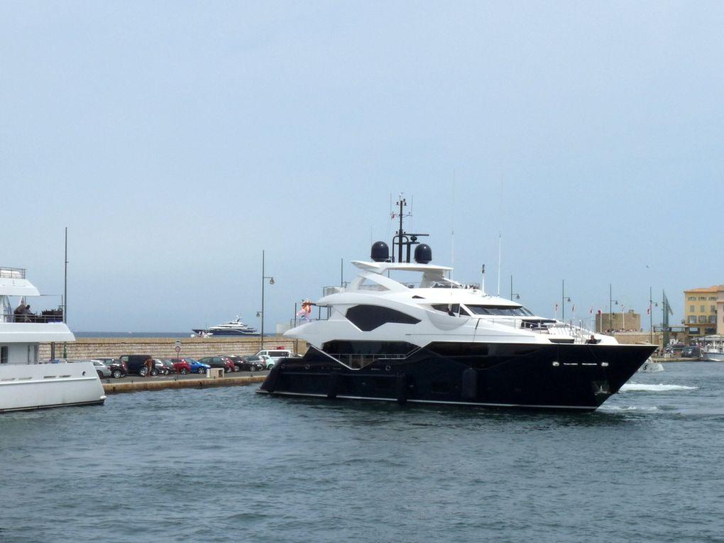 TAKE 5 , appareillant et sortant du port de Saint Tropez le 19 aout 2017